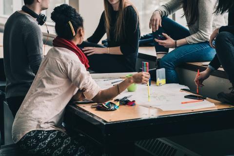 미국의 청소년들은 메이커스페이스에서 첨단 기술을 공유하고 서로 협력을 통해 인내심을 비롯한 다양한 사회관계 능력을 배우고 있다. ⓒ  Pixabay