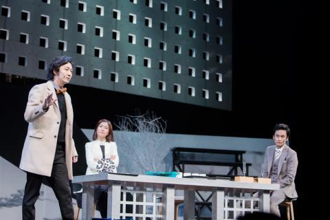 강연과 연극을 하나로 합친 새로운 시도가 2016년도에 있었다. 2016 카오스 콘서트의 강극 중 한 장면. ⓒ KAOS 재단