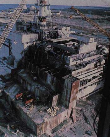 사고 직후의 체르노빌 원자력발전소(1986년) ⓒ Garvey STS