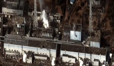 폭발사고를 일으킨 후쿠시마 원자력발전소(오른쪽부터 왼쪽으로 1호기~4호기) ⓒ Digital Globe