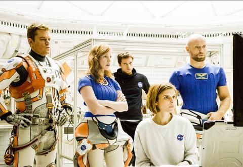 영화 '마션'의 한 장면. 장기 우주여행에서는 승무원들 간의 팀워크가 성공을 좌우할 수 있는 한 요소로 생각되고 있다.