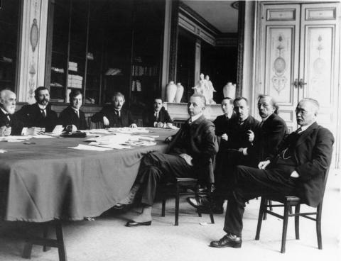 과학자들의 모임인 국제 지식협력위원회에 참석하고 있는 아인슈타인(왼쪽에서 네번째). 올해 ⓒLeague of Nations Commission
