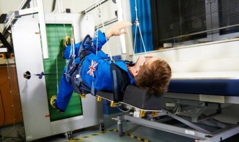 달에서 지낼 때를 가정하여 탐사대원들의 신체변화를 점검하는 테스트가 추진되고 있다