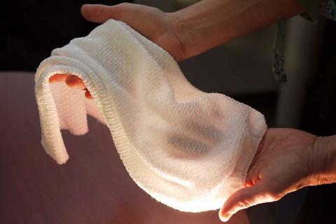 과학자들이 35%이상 체온 조절이 가능한 기능성 섬유를 개발해 세계적인 주목을 받고 있다.  ⓒFaye Levine, University of Maryland