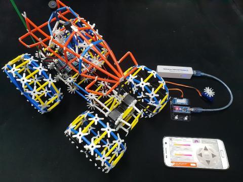 ㈜포디랜드·포디수리과학창의연구소가 개발한 4D 프레임은 모든 도형을 이루는 가장 기본 단위를 결합하고 연결하여 다양한 다면체를 만들 수 있도록 구성되어 있다. 한국 과학창의재단이 '2018 우수과학문화상품'으로 선정한 '4D 메카트로닉스'는 '4D 프레임'을 기본으로 코딩 등 ICT를 접목했다. ⓒ ㈜포디랜드·포디수리과학창의연구소
