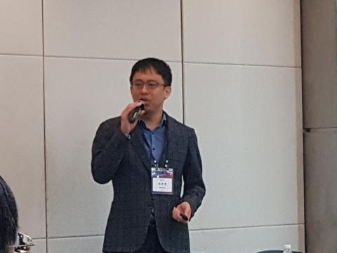 최준원 교수가 '인공지능 기반의 자율주행 기술'에 대해 발표했다.