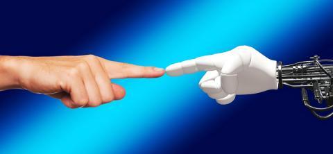 인공지능 로봇은 사람의 특징을 파악해서 적응한다. ⓒ Pixabay