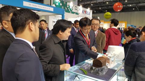 지난 1월 영국 교육기술박람회에 참가한 럭스로보는 '모디 IoT 허브'를 소개하는 자리를 가졌다.