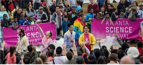 애틀랜타 과학축제에서 과학자들과 관람객들이 과학을 매개로 소통하고 있다.   미국의 지역과학축제는 '어떻게 나와 가족과 함께 과학을 즐길 수 있나'가 주제다.  ⓒ 애틀랜타과학축제 홈페이지