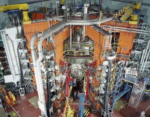 토카막 방식의 핵융합 실험장치  ⓒ위키피디아
