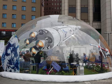 한국항공우주연구원(KARI)이 설치한 돔 형식의 부스는 많은 시선을 끌었다. ⓒ 김청한 / ScienceTimes
