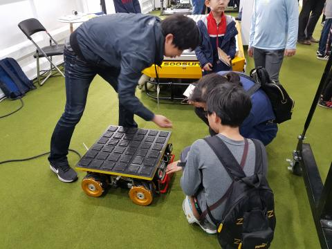 대구경북과학기술원(DGIST)에서 개발한 모바일 워커 로봇은 귀여운 외양으로 인기를 모았다.