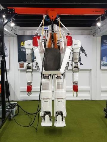 한국과학기술원(KAIST)에서 개발한 사람 탑승형 이족로봇 HUBO FX-2의 모습. ⓒ 김청한 / ScienceTimes