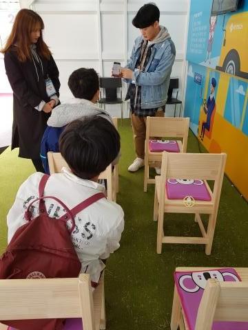 한국생산기술연구원(KITECH)에서 개발한 어린이 확인 스마트 방석. 교사의 스마트폰과 연동돼 불의의 사고를 막는다. ⓒ 김청한 / ScienceTimes