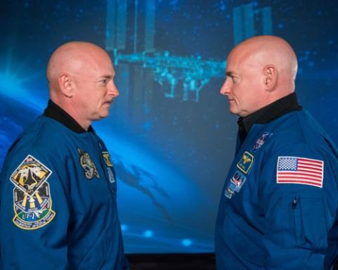 우주인 스콧 켈리(오른쪽)와 쌍둥이 형인 마크 켈리  ⓒ NASA/Robert Markowitz /연합뉴스