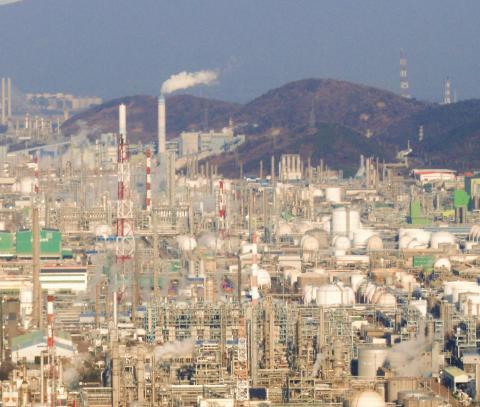 정유 과정을 통해 생기는 부산물을 가공하는 석유화학산업 공장이 밀집돼 있는 여수국가산업단지 ⓒ 박지욱