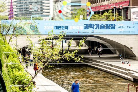 올해 처음 거리 행사로 시작한 '2019년 대한민국 과학축제'에 시민 호응이 매우 높아 프로그램을 발전