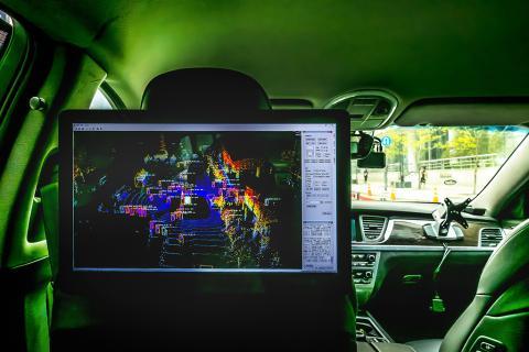 시민들이 직접 탐승해 무인자동차를 체험할 수 있는 자율자동차 내부. 한국전자통신연구원(ETRI)에서 체험 서비스를 선보 ⓒ 이강봉/ ScienceTimes