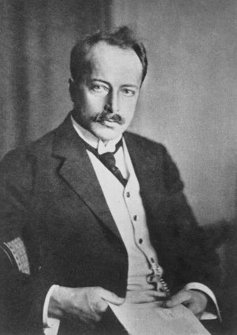 X선 회절에 대한 연구로 결정학 분야에서 최초로 노벨상을 수상한 막스 폰 라우에 박사. ⓒ public domain