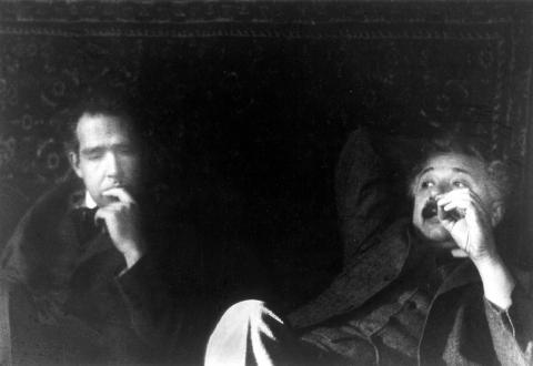 알버트 아인슈타인과 닐 보어가 함께 있는 모습. 이들은 20세기 양자역학에 거대한 족적을 남겼다. ⓒ pixabay