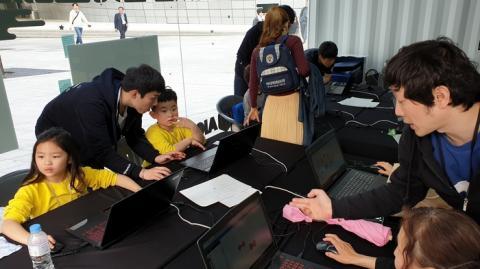 알지오매스는 국내 최초로 제작된 도형 학습용 소프트웨어다