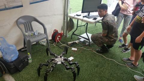 육군사관학교가 소개한 6족 거미로봇 ⓒ정현섭/ScienceTimes
