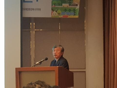 남석우 융합대학원장은 '에너지전환에 있어서 에너지캐리어로서 수소의 역할'에 대해 발제했다.