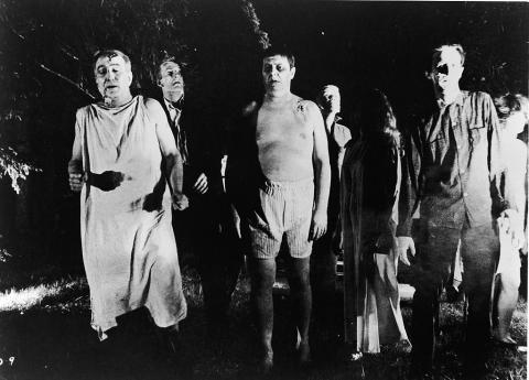 지난 1803년 이탈리아의 물리학자 지오바니 알디니를 통해 시작된 사체를 되살려내기 위한 노력이 21세기 들어 심장마비로 죽었다 살아난 환자들을 회복시키기 위한 노력으로 발전하고 있다. 사진은 1968년 좀비를 주제로 성공을 거둔 영화 '살아있는 시체들의 밤(Night of the Living Dead)'의 한 장면.