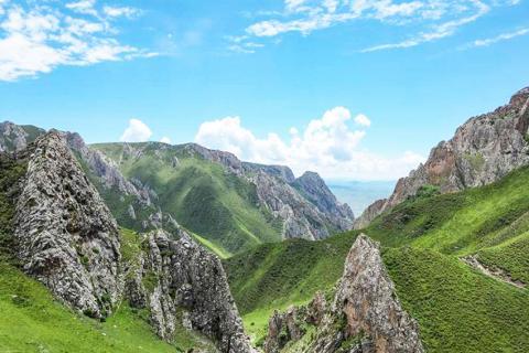 동굴 부근의 쟝글라 강 계곡 위에서 바라본 전경. CREDIT: Dongju Zhang, Lanzhou University