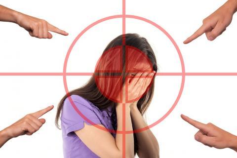 부끄러움은 우리가 작은 단위의 부족으로 살았을 때 사회적 결속력을 증진시키기 위해 뿌리내린 감정이다. ⓒ Public Domain