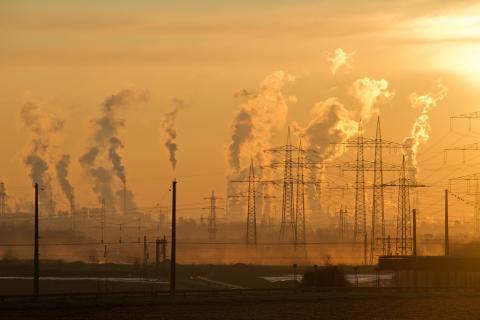 와트타임(WattTime)이라는 비영리 기술단체가 위성사진을 이용해 전 세계의 모든 발전소에서 나오는 대기오염(탄소배출량 포함)을 실시간으로 정밀 추적해 그 자료를 공개할 것이라고 밝혔다. Image by Ralf Vetterle from Pixabay