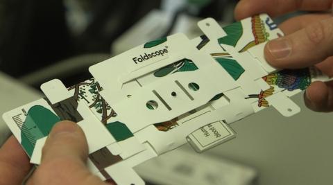 입체 동화책을 연상시키는 폴드스코프의 구조 ⓒ kqed.org