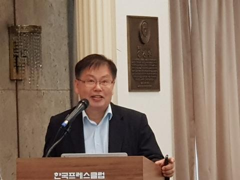 김동헌 상임부회장이 '세계 GM 농산물 생산 및 유통 체계에 대한 이해'에 관해 발표했다.