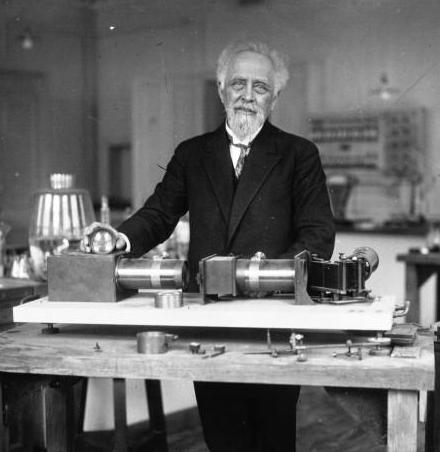 분자가 실재하는 것을 증명하고 아보가드로의 수를 구한 공로로 1926년 노벨 물리학상을 수상한 장 바티스트 페랭. ⓒ Public Domain