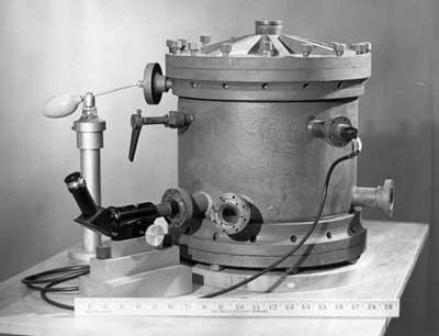 로버트 밀리컨이 개발한 기름방울 실험 장치. ⓒ public domain