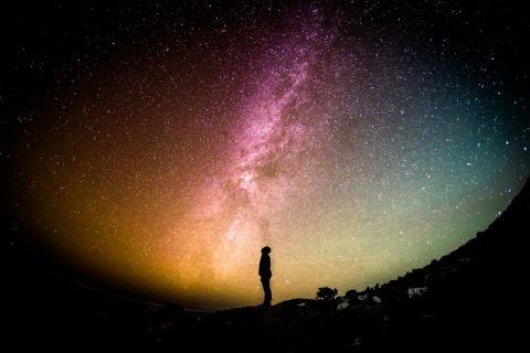 과학은 경외심이라는 감정을 담는다. 광활한 우주 속의 인간이라는 존재는 작고 미약하기 때문이다. ⓒ pixabay.com