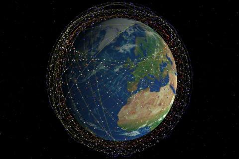 스페이스X는 336~346km 고도에 7500대, 550~1325km에는 4400대의 통신위성을 배치할 계획이다. 저궤도 위성을 사용하면 통신 지연시간이 단축된다. © Mark Handley, UCL
