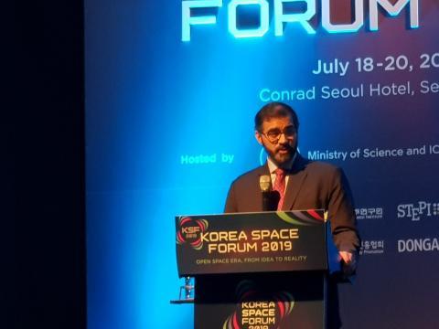나사르 알 하마디 UAE 우주청 국제협력담당관이 '세계와 협력하는 혁신 우주전략'에 대해 발표했다.