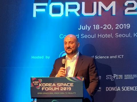 에티엔 수나이더 룩셈부르크 부총리가 '룩셈부르크는 왜 우주광물 회사에 투자했나'를 주제로 기조연설했다.