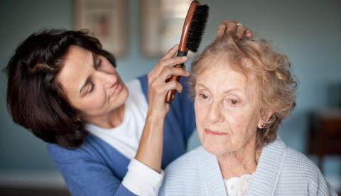 알츠하이머 환자 중 여성의 비율이 전체의 3분의 2를 차지하는 등 매우 높게 나타나고 있는 가운데 이번 주 미국 LA에서 열리고 있는 '국제 알츠하이머 학술대회'에서 여성 발병률이 높은 원인을 규명하고 있다. ⓒaarp.org