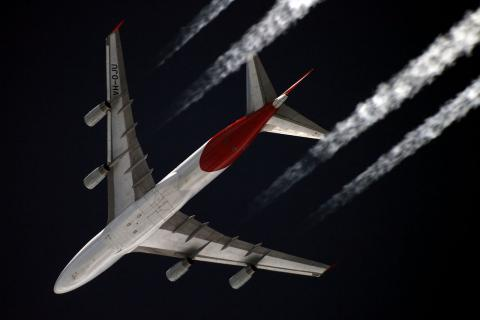 보잉 747여객기가 1만1,000미터 상공에서 내뿜는 항공운 ⓒ 위키피디아