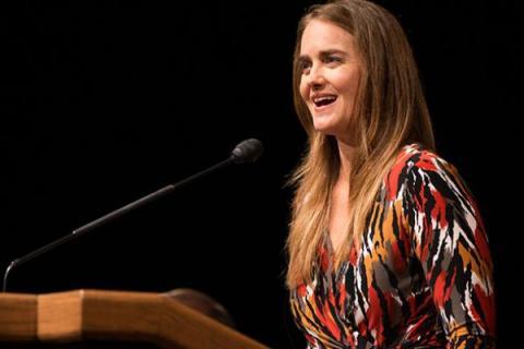 제니 래드보 박사는 대중과 소통하며 아이들을 교육하는 데도 많은 관심을 갖고 있다.  브리검 영 대학교