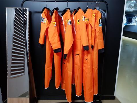 어린이들이 입을 수 있는 우주복이 마련돼 있다. ⓒ 김청한 / Sciencetimes