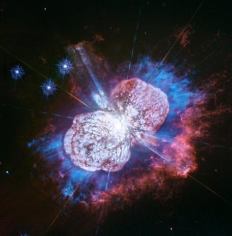 마그네슘이 뿜어내는 빛(파란색 부분)을 포착한 허블의 자외선 이미지  ⓒ 허블 우주망원경