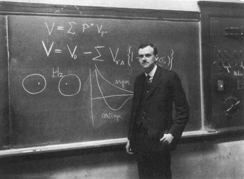 아인슈타인 이후 가장 큰 업적을 남긴 과학자이지만, 수줍어하는 성향 탓에 일반 대중에게는 많이 알려지지 않은 폴 디랙. 그는 양자역학 연구의 업적으로 1933년 노벨 물리학상을 수상했다. ⓒ JOC/EFR/Wikimedia Commons