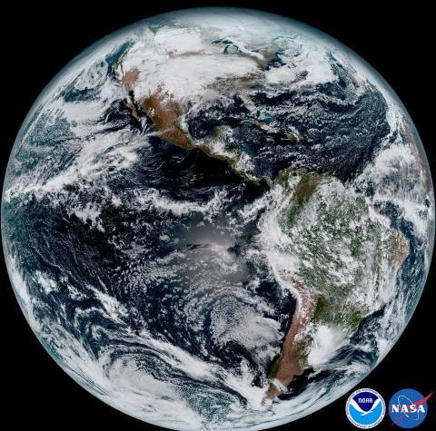 올해는 1979년 지금 10명의 저명한 기상학자들이 모여 최초의 기후변화 보고서 '차니 리포트'를 발표한지 40주년이 되는 해다. 많은 과학자들이 기후변화 연구의 지침이 된 이 보고서에 대해 경외심을 표명하고 있다. 사진은 위성이 촬영한 지구 기후변화. ⓒNASA, NOAA