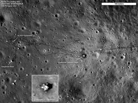 달 궤도 정찰선(LRO)이 촬영한 아폴로 17호 착륙 잔해 © NASA/LRO