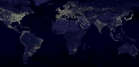 아프리카를 포함한 저개발 국가의 아이들은 빛이 없어 공부를 하지 못하는 경우가 많다 Ⓒ NASA