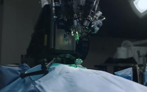 뉴럴링크는 창업 이후 최초로 뇌에 초박형 실 모양의 전극을 심을 수 있는 외과수술용 로봇을 공개했다. ⓒ Neuralink