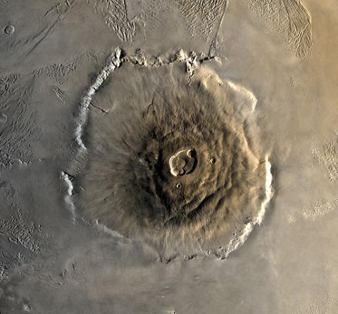 바이킹 1호 궤도선이 촬영한 올림푸스 몬스 © NASA